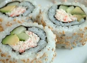 rouleaux de sushi japon california rolls